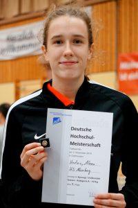 Foto mit Urkunde Alema Hadžić